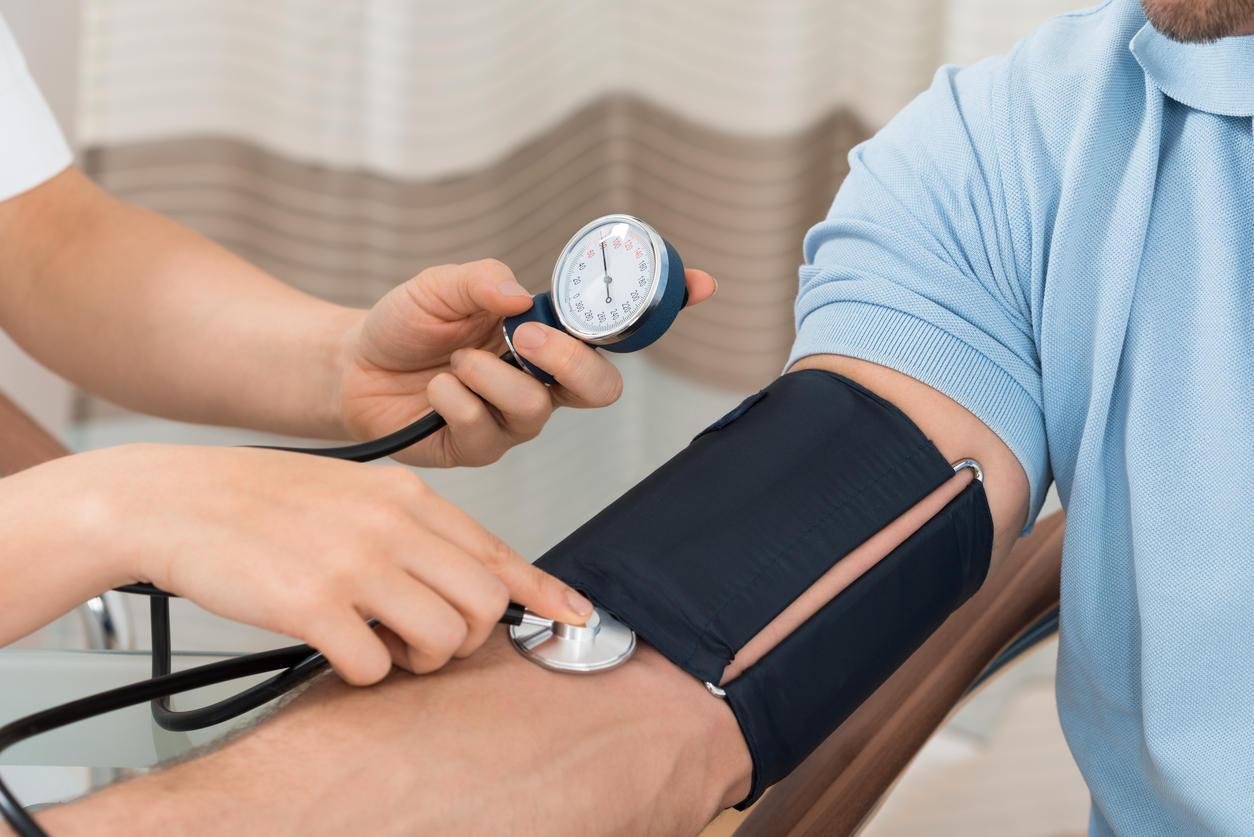 Контроль артериального давления в клинике Эндос при обследовании сердца