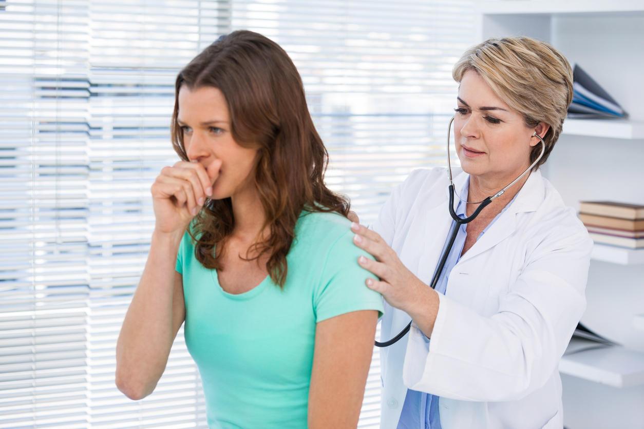Аускультация (выслушивание) грудной клетки при хроническом бронхите
